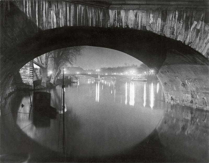 Brassaï Vista desde el Pont Royal hacia el Pont Solférino, c. 1933 © Estate Brassaï Succession, París