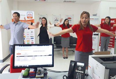 FILIPINAS, ejercicios en la oficina. 2017